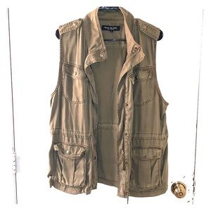 Olive green vest perfect for layering fall outfits